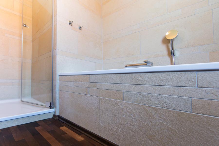 bad aus feinsteinzeug fliesen weigelt. Black Bedroom Furniture Sets. Home Design Ideas
